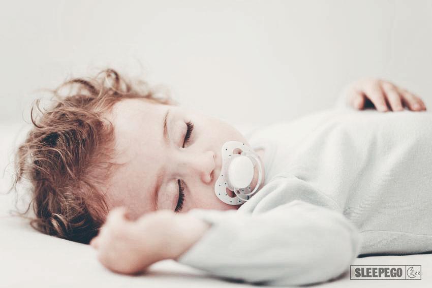 Сколько должен спать ребенок в 11 месяцев: правильные цифры 17-2