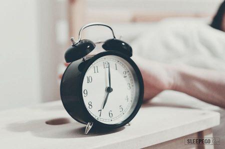 С какой ноги нужно вставать по утрам?