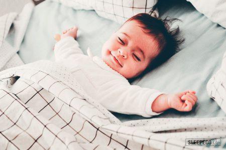 Сколько должен спать ребенок в 5 месяцев: таблица режима сна
