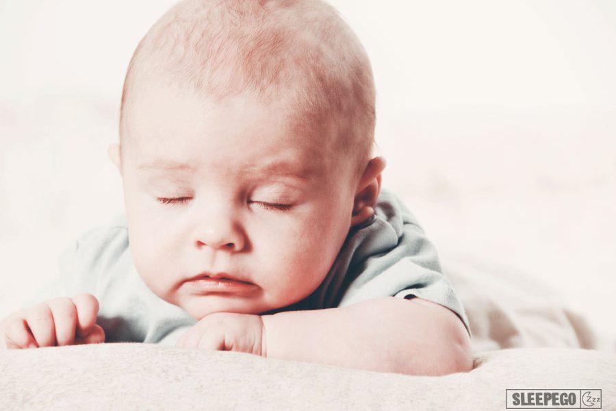 Сколько должен спать ребенок в 1 год: правильный дневной и ночной сон