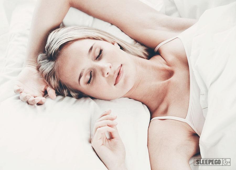 Как научиться спать на спине: преимущества и недостатки 35-7
