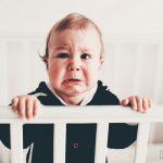Ребенок просыпается ночью с истерикой — что делать?