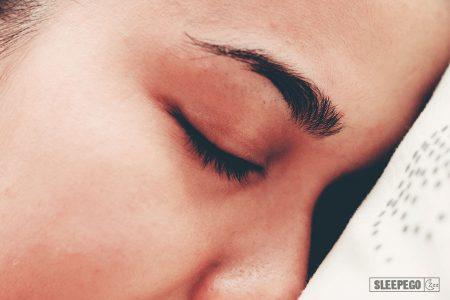 Как спать с открытыми глазами: 8 советов