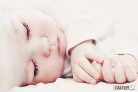 Как научить младенца спать всю ночь и причины которые могут помешать