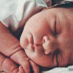 Сколько должен спать новорожденный ребенок: нормы дневного и ночного сна